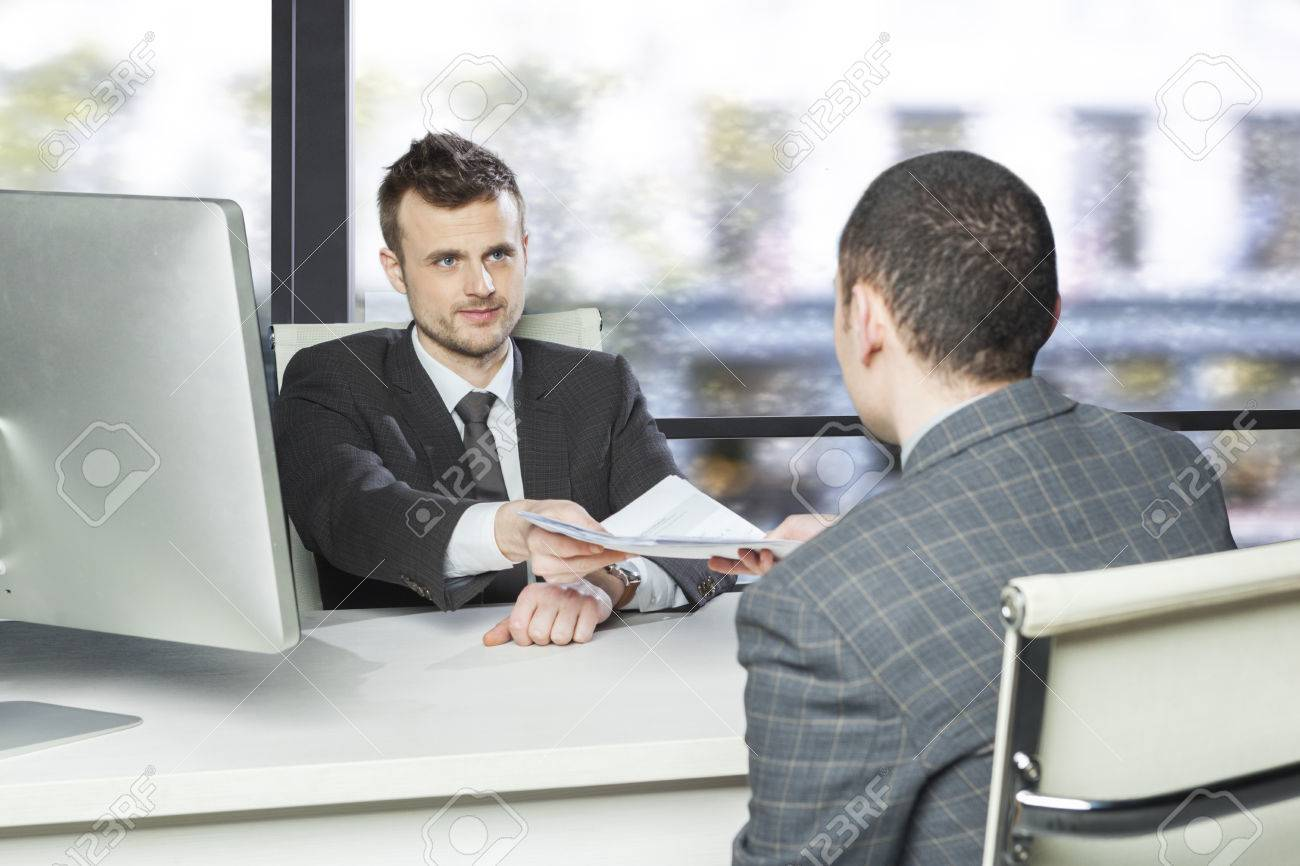 Handing In A Resume 5 Tips For Building An Excellent Customer
