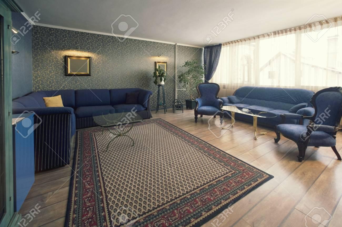Ampio stile classico soggiorno