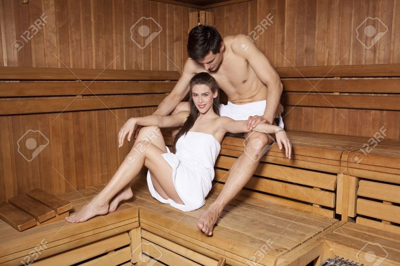Футболисты в сауне, Жена Глушакова: Застала Дениса в бане с любовницей 22 фотография