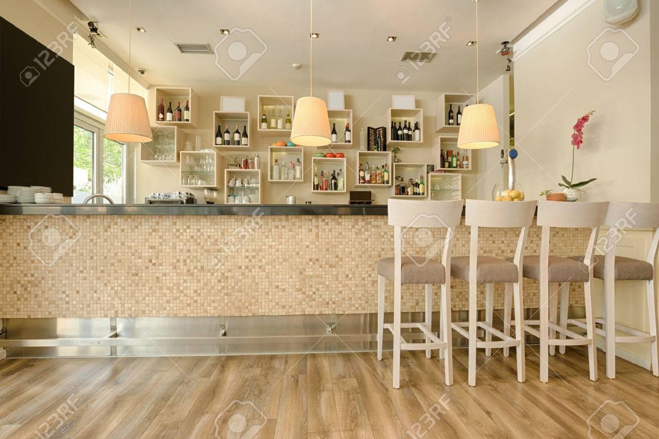 Bartheke Im Modernen Café Lizenzfreie Fotos, Bilder Und Stock ...