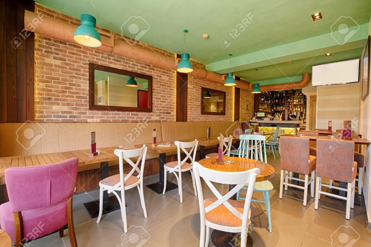 Inter d\'un élégant café moderne