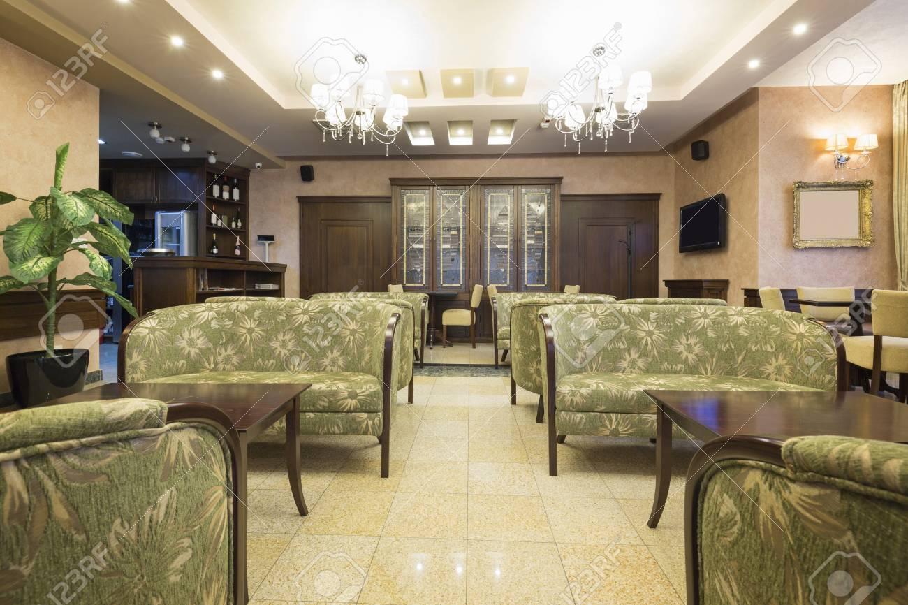 Hotel Di Lusso Interni : Interno di una hall di un hotel di lusso foto royalty free