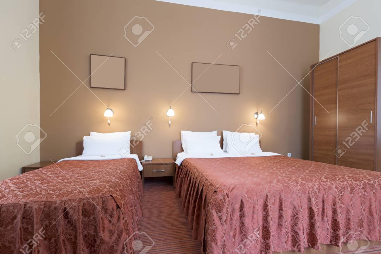 Letto Singolo E Due Letti Nella Camera D\'albergo Foto Royalty Free ...