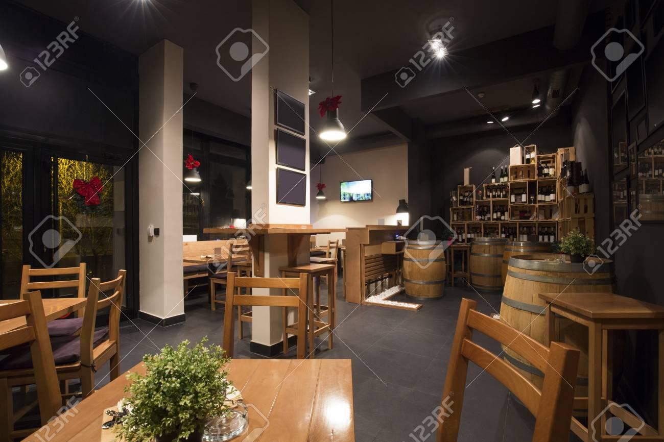 Interieur D Un Bar interior of a modern wine bar