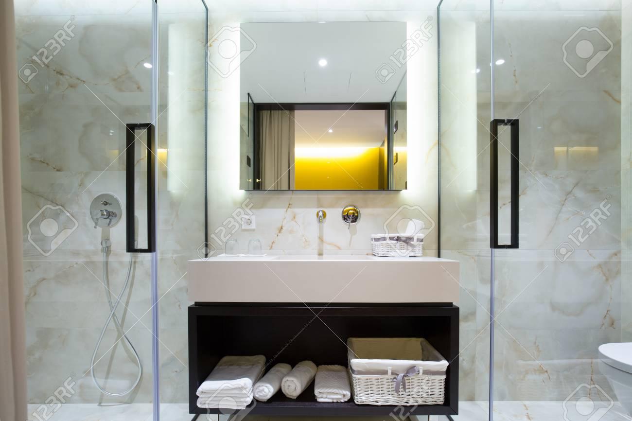 Moderne hôtel de luxe salle de bains inter