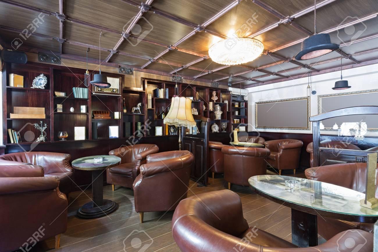 Interieur D Un Bar intérieur d'un bar-café de luxe