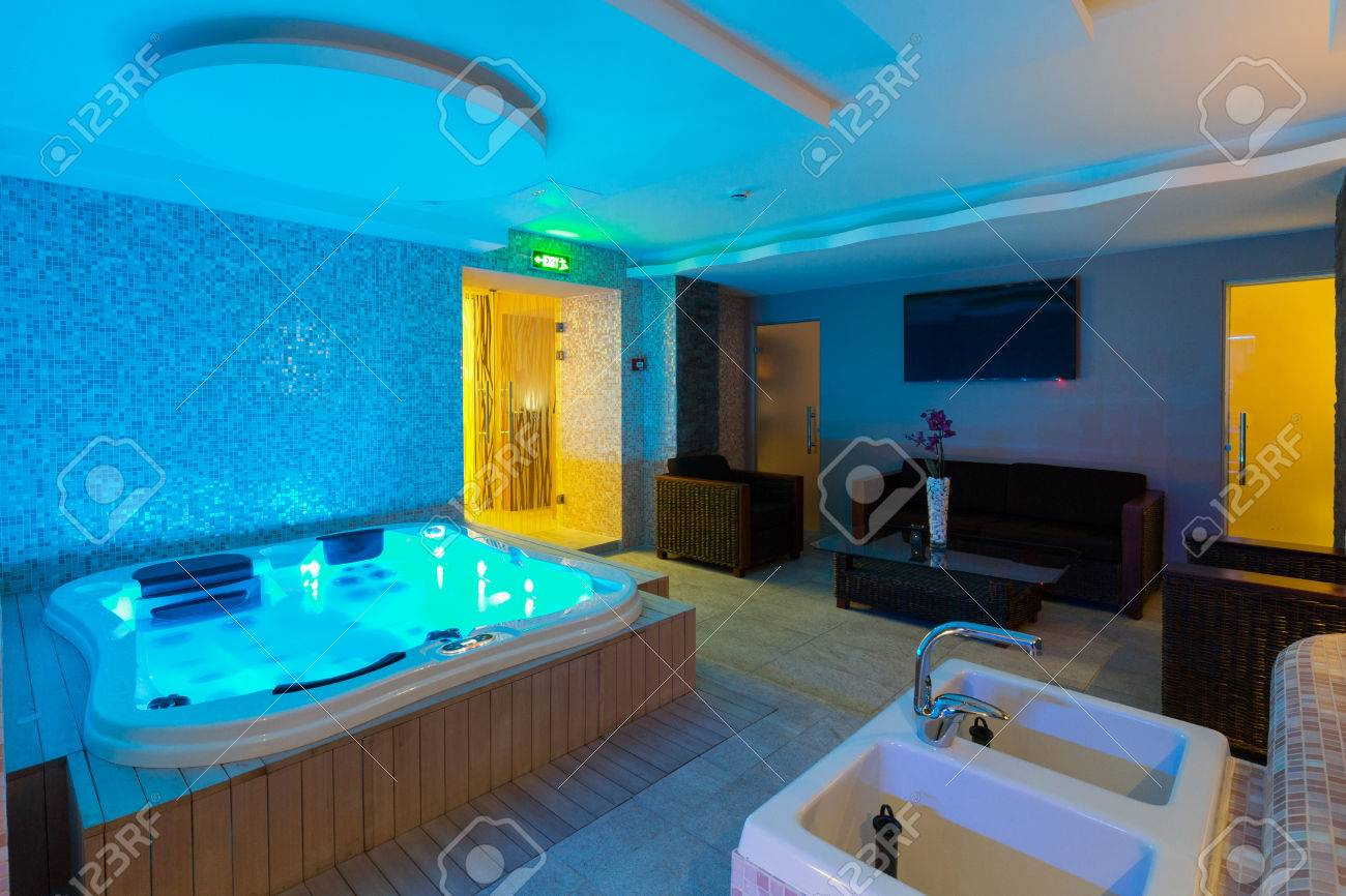 jacuzzi baignoire Baignoire jacuzzi dans lu0027hôtel Centre spa Banque du0027images - 68667577