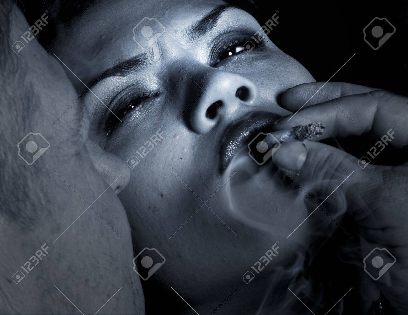 Striking Image of a man Seducing a woman into doing Drugs Stock Photo - 10947009