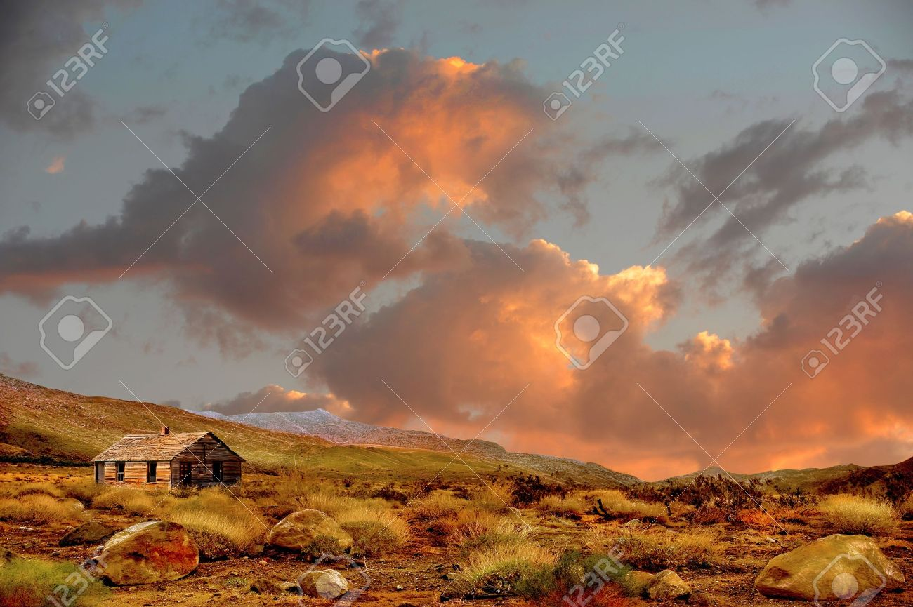 Beautiful Image of a abandoned Farmhouse in rural america Stock Photo - 10948559