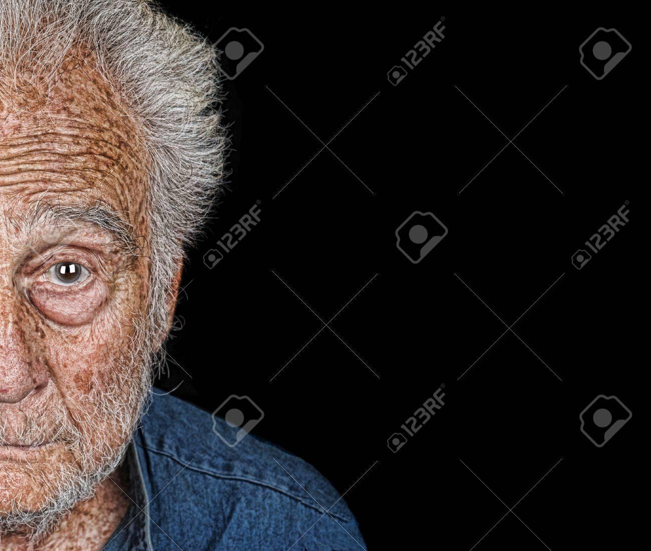 Nizza Nützlich Halbbild Von Einem Senior Mann Lizenzfreie Fotos ...