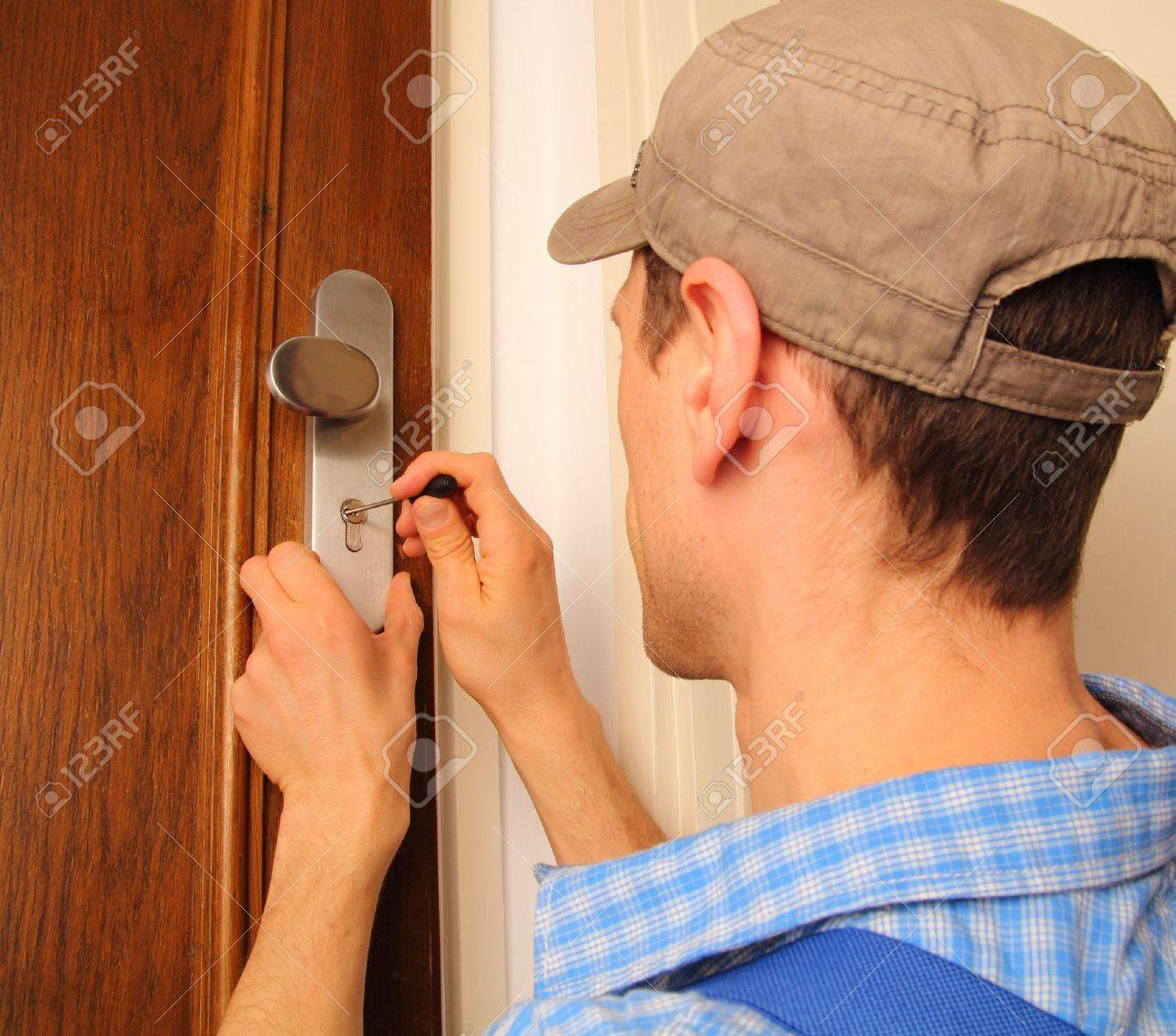 Locksmith opening a door Stock Photo - 18571637