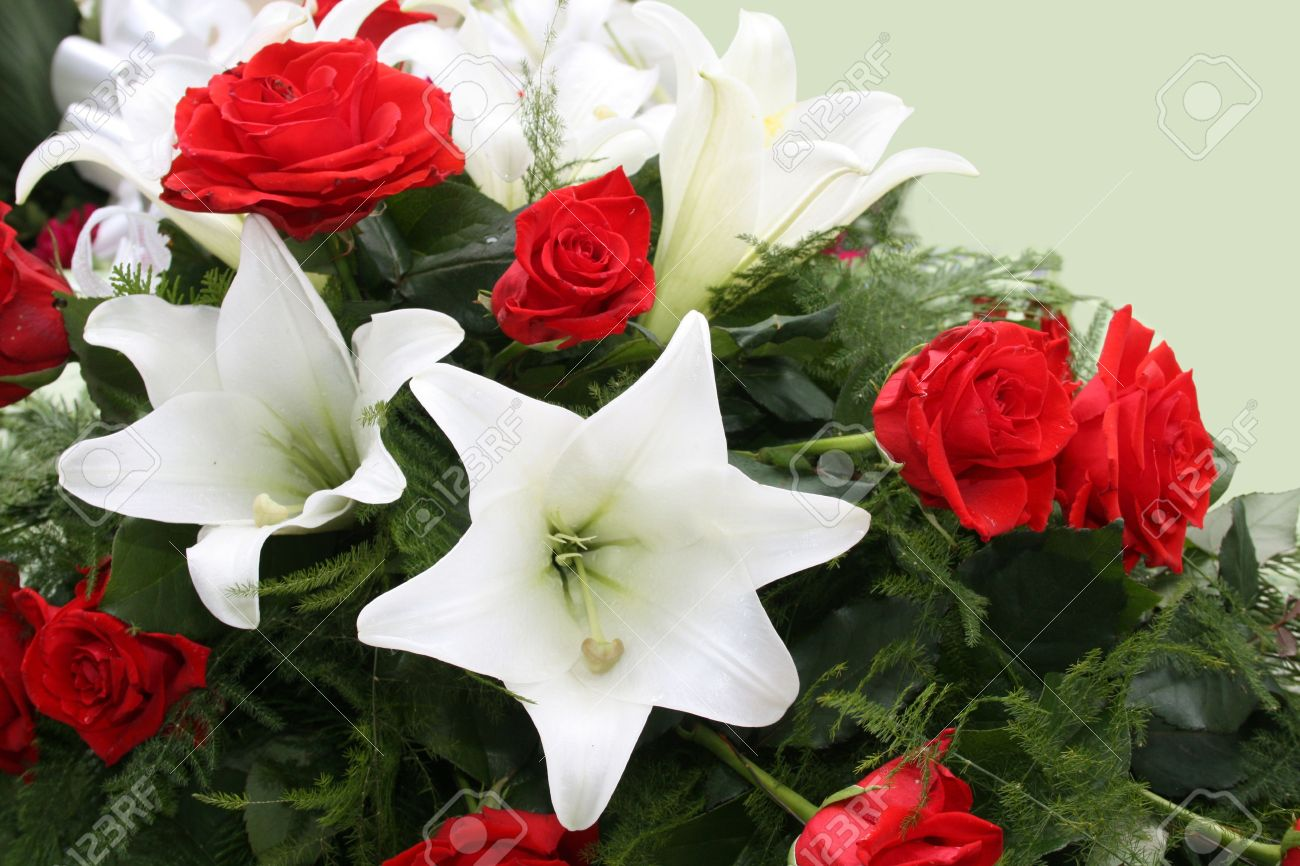 Funeral flowers for condolences - 11697189