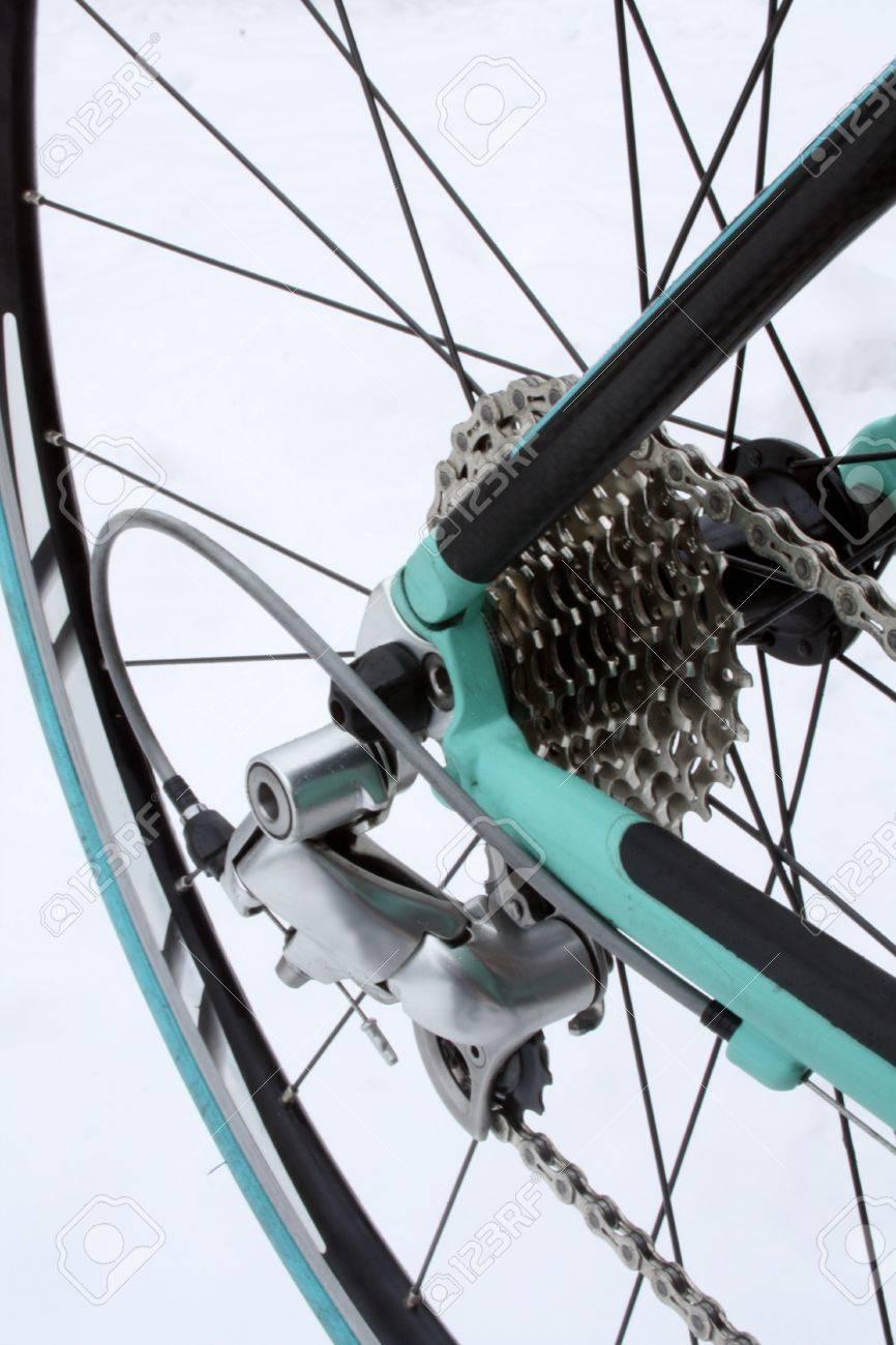 Road bike rear derailleur, chain and gears - 17099574
