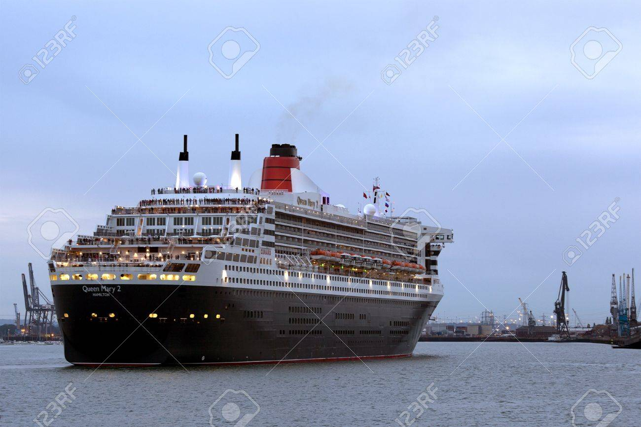 Southampton uk 5 june cunard ship queen mary 2 sails in at southampton uk 5 june cunard ship queen mary 2 sails in at dawn m4hsunfo Images