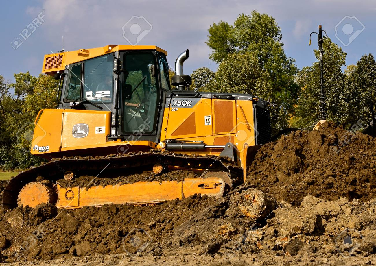 MOORHEAD, MINNESOTA: September 23, 2017: The 750K bulldozer is a product of John Deere Co, an American corporation that manufactures agricultural, construction, forestry machinery, diesel engines, and drive trains. - 87087196
