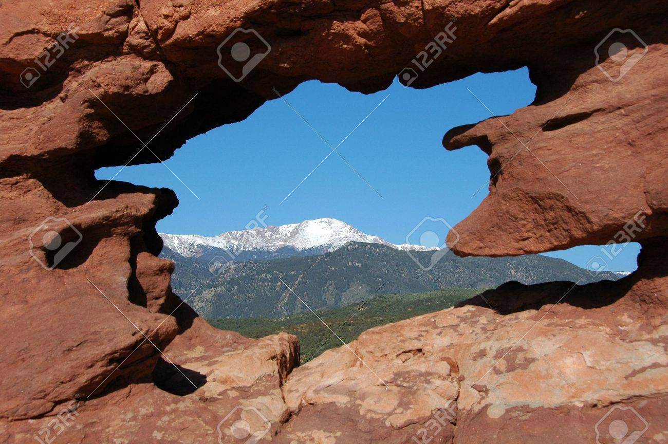 Pike\'s Peak Naturally Framed At The Garden Of The Gods, Colorado ...