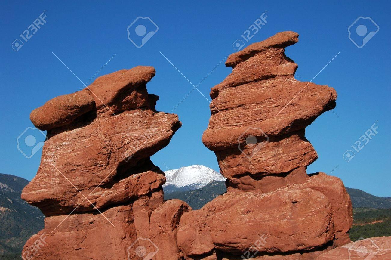 Siamesische Zwillinge Felsformation Natürlich Framing Pike\'s Peak In ...