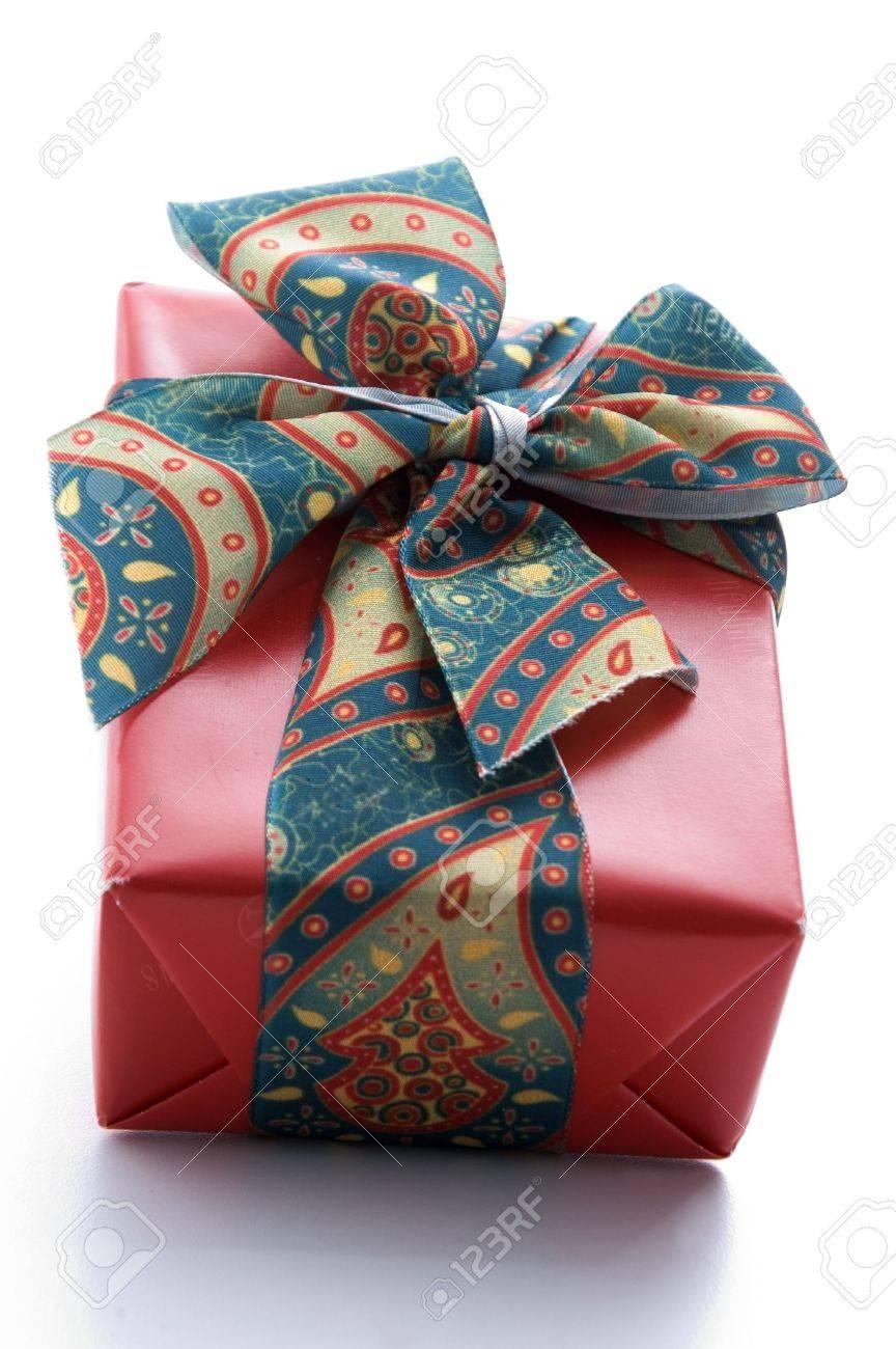 Gewickelte Geschenk-Boxen Mit Bändern Und Blumen Und Bogen ...