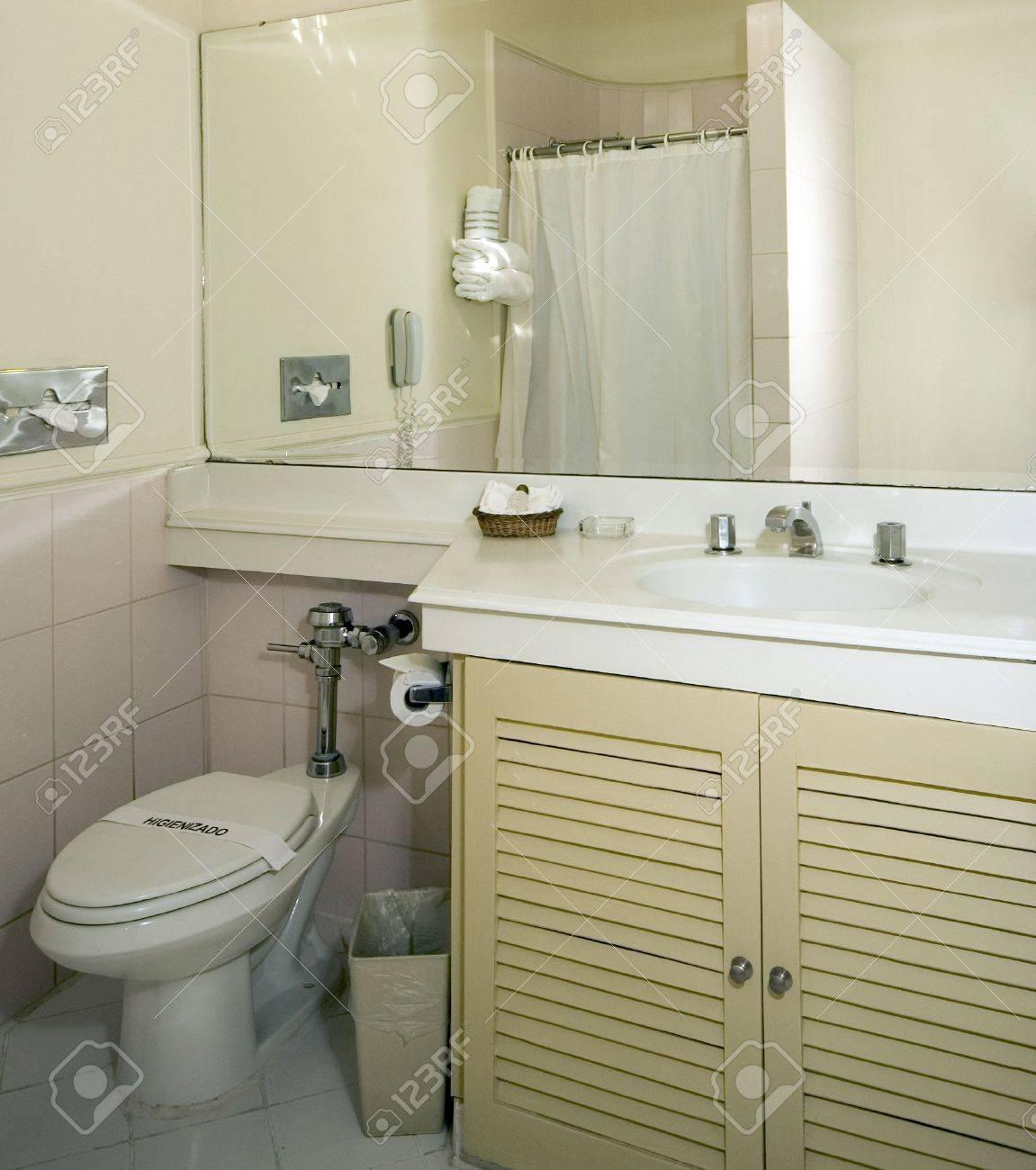 Salle de bain moderne hôtel Guatemala City vanité et douche