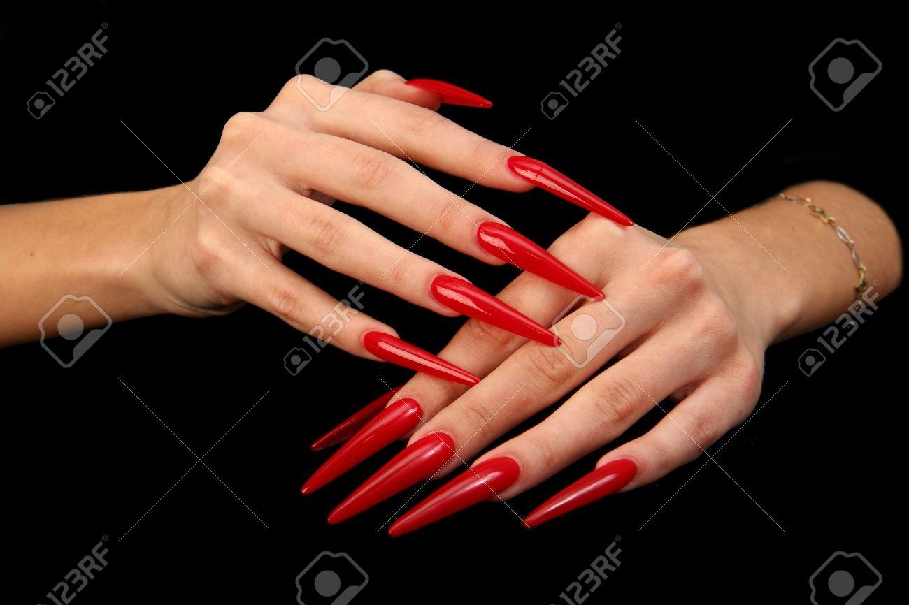 Humanos Con Dedos De Uñas Largas Y Hermosas De Manicura Aislados En Negro