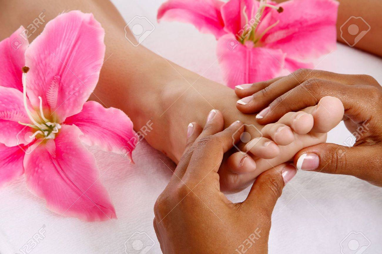 Woman getting a getting relaxing massage in salon Stock Photo - 15265212