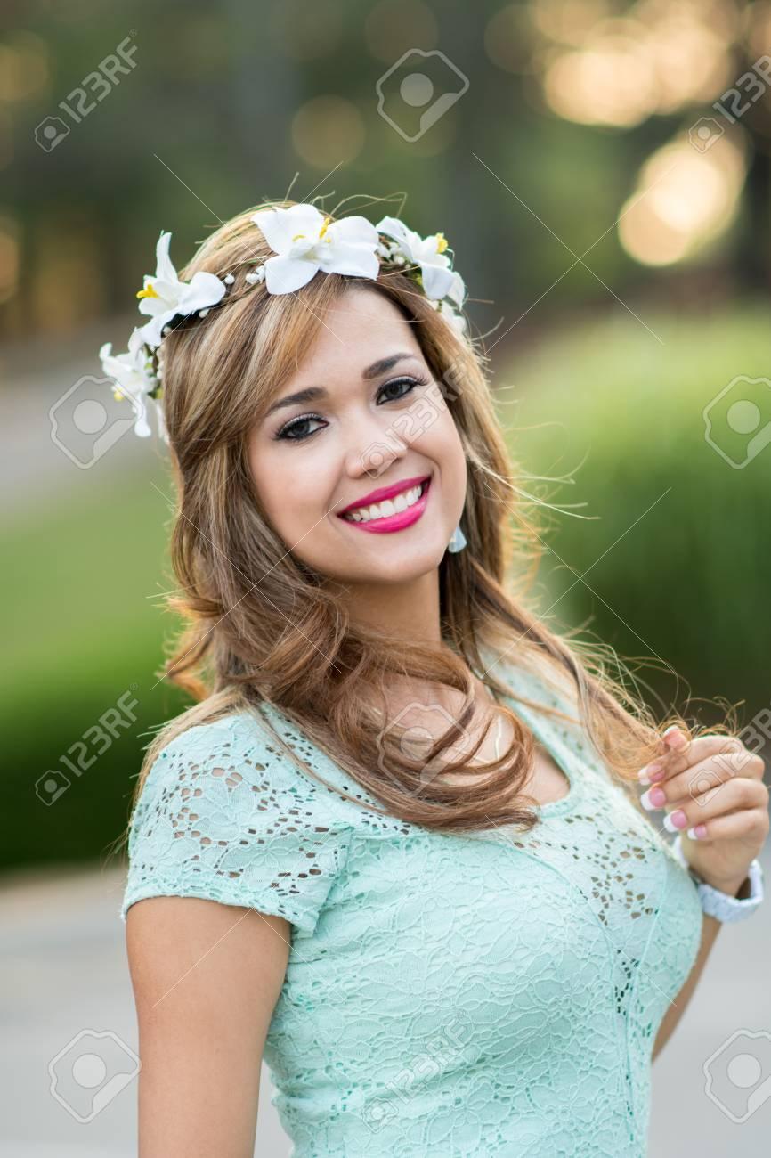 Braut Bei Ihrer Hochzeit Mit Einem Blumenstirnband Lizenzfreie Fotos