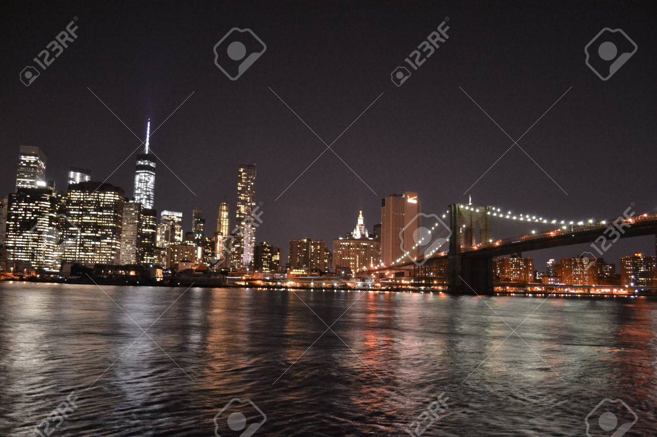 Photography of the Brooklyn bridge and NYC financial district from Dumbo Park in Brooklyn - 36002319