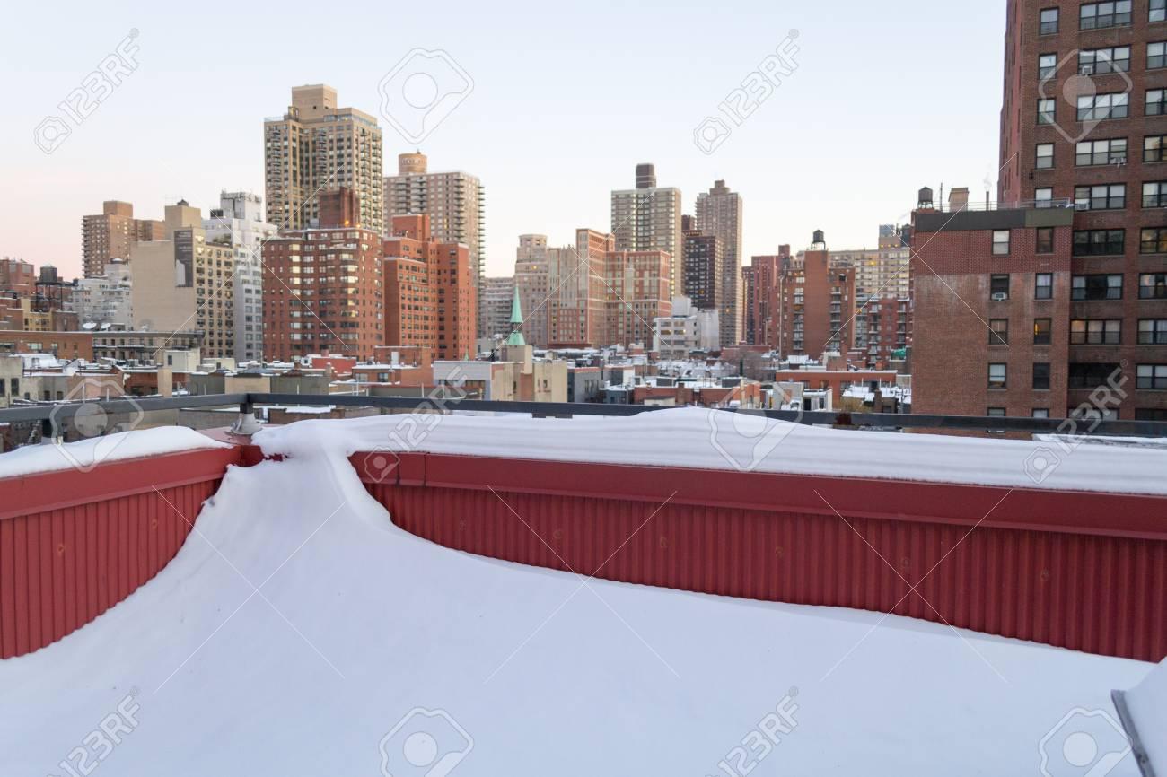 Neige Terrasse Dans Le Upper East Side De New York Couvert Apres La