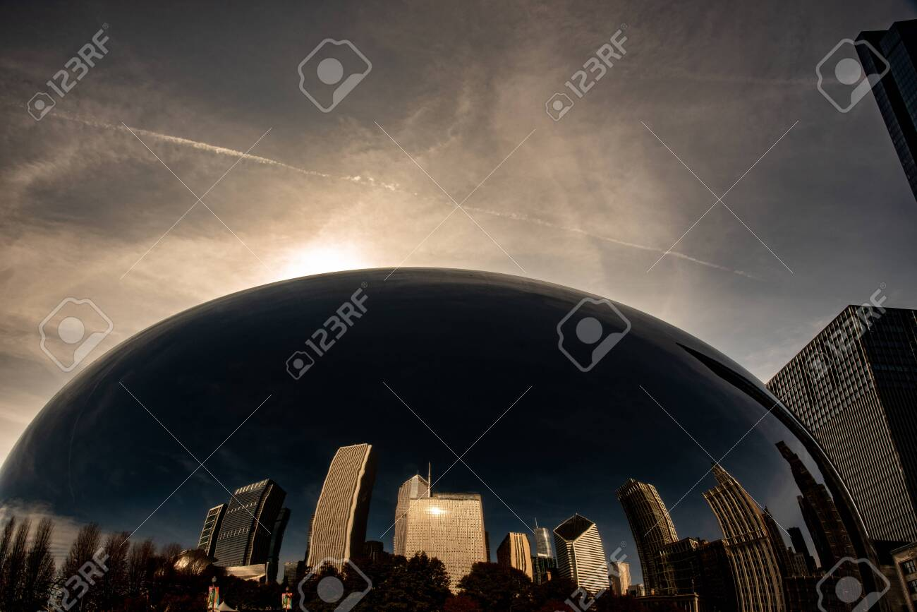 Chicago, IL, USA - November 9th 2019 - The Cloud Gate (aka the Bean), one of the main attractions of Chicago - 144185304
