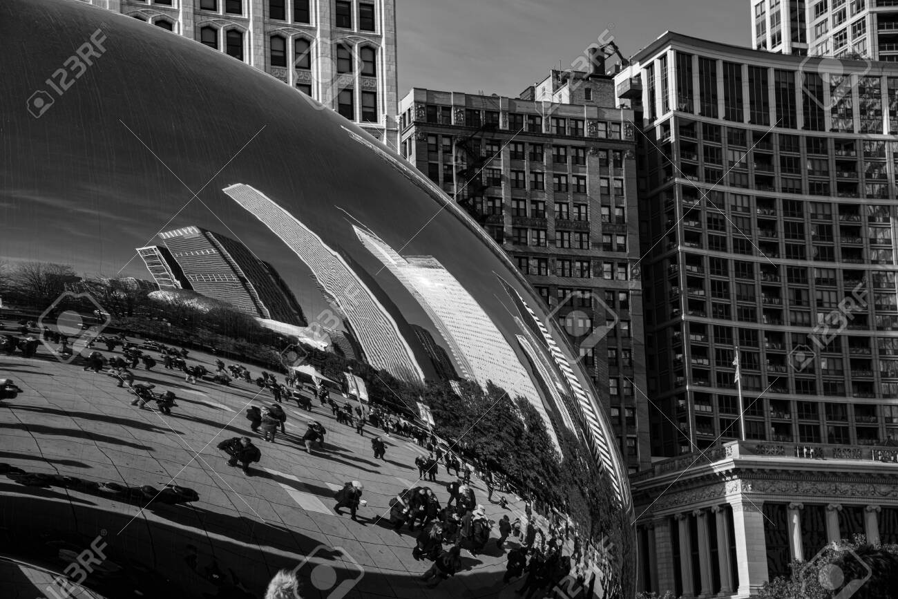Chicago, IL, USA - November 9th 2019 - The Cloud Gate (aka the Bean), one of the main attractions of Chicago - 144185307