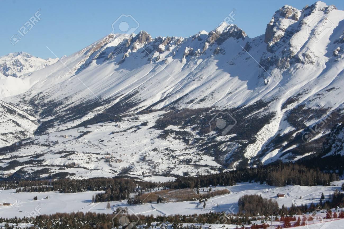 La Joue du loup mountains in wintertime - 6328419