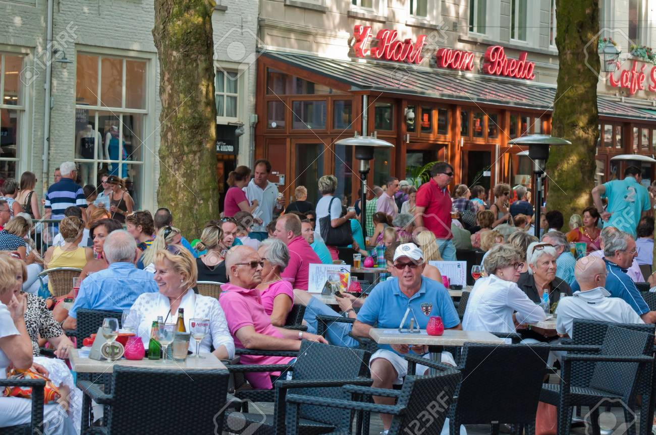 Breda, North-Brabant, Netherlands, June 4, 2011, Jazzfestval 2011,  A drink on the terrace of the Grote Markt Stock Photo - 9656838