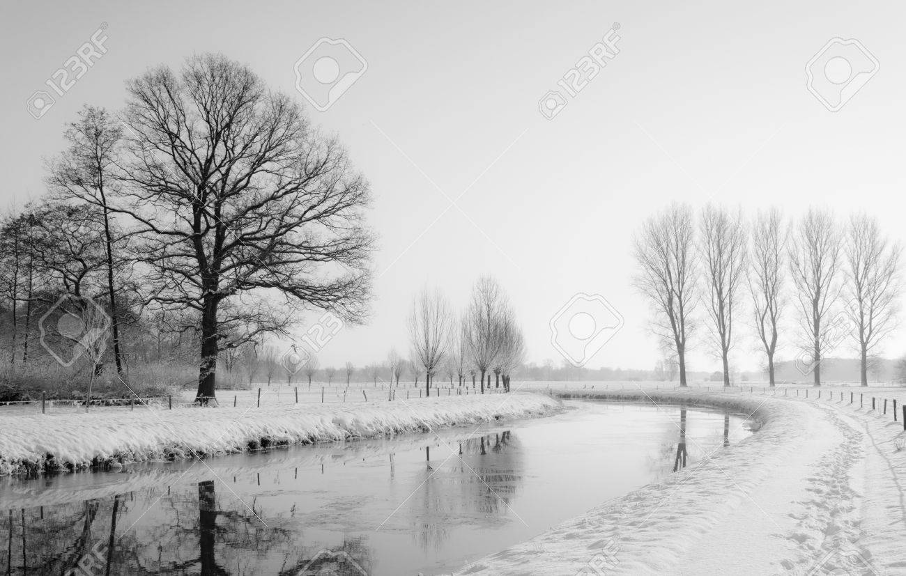 A curved river disappears into the foggy and wintry background. Stock Photo - 17447114