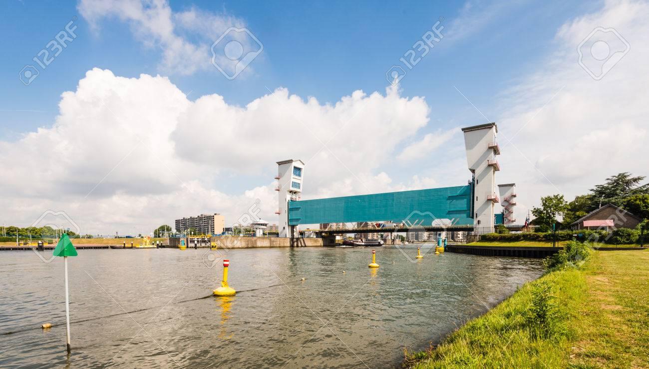 Banque Du0027images   La Barrière Anti Inondation Algera Dans La Rivière IJssel  Néerlandaise Hollandse à Krimpen Aan Den IJssel Près De Rotterdam.