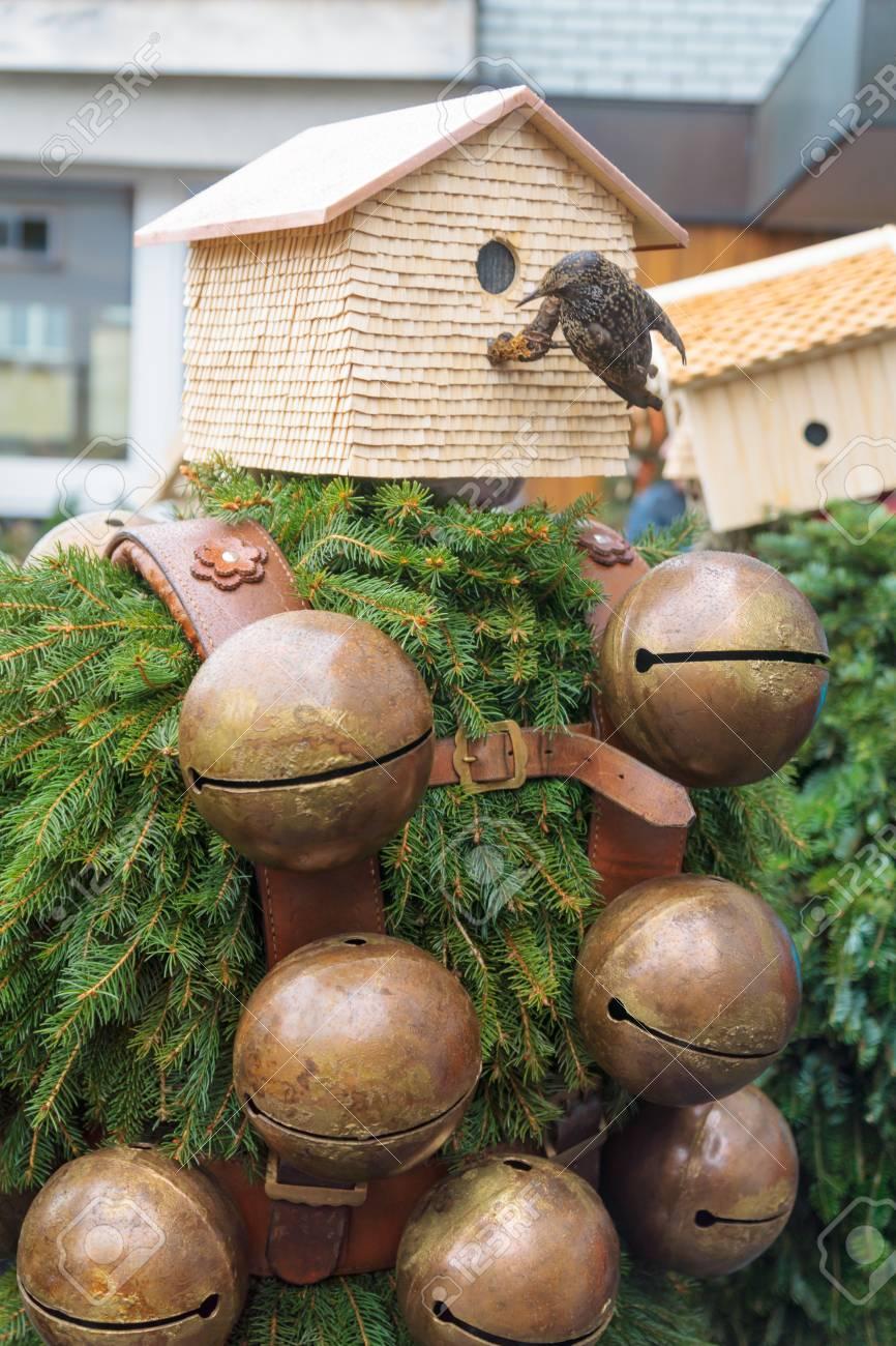 Ein Traditionelles Neues Jahr Mummer Kostüm, In Urnasch, Appenzell ...
