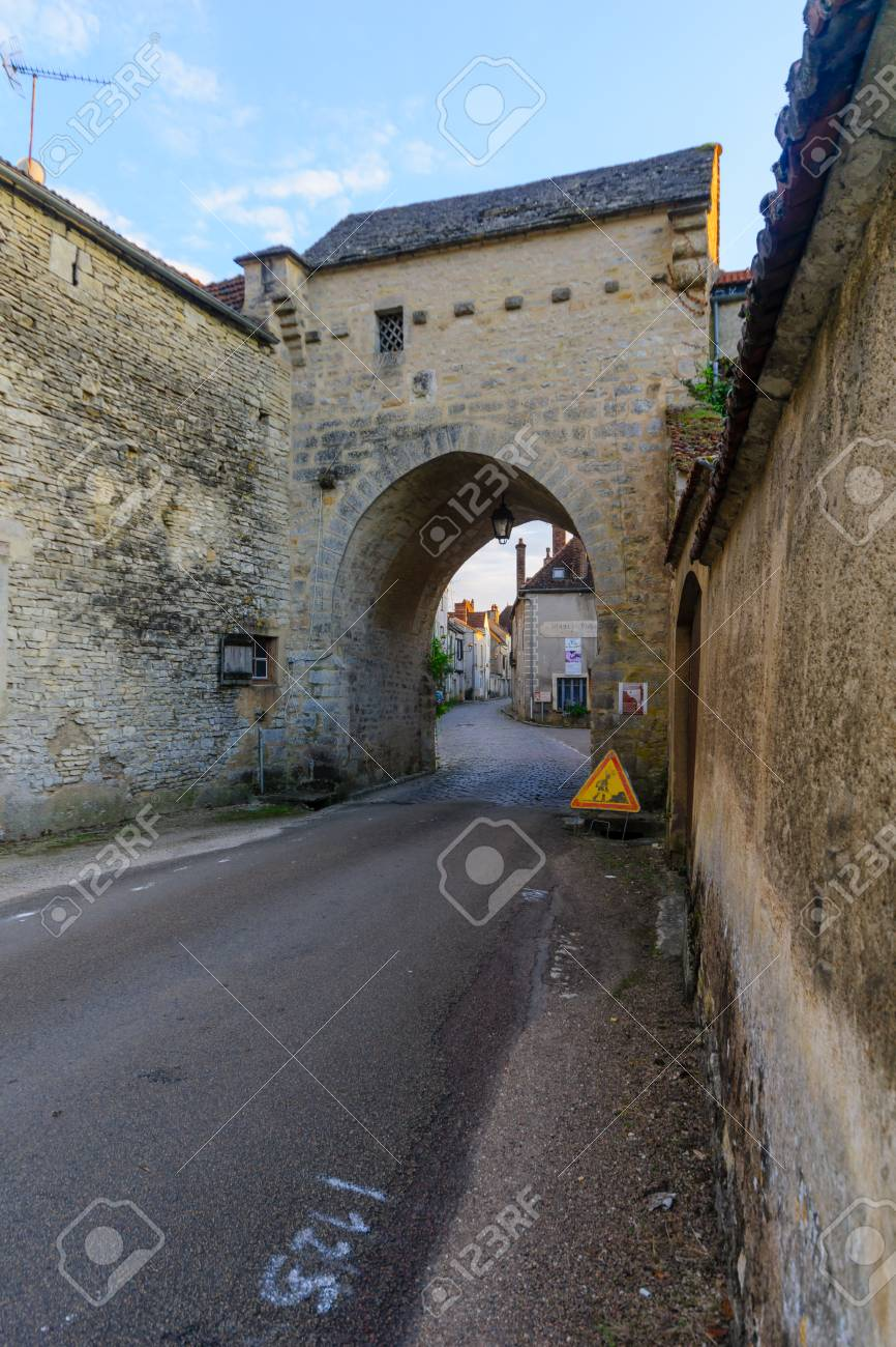 NOYERS-SUR-SEREIN, FRANCE - OCTOBER 11, 2016: Sunset view of the north gate (La Porte de Tonnerre), in the medieval village Noyers-sur-Serein, Burgundy, France - 67637727