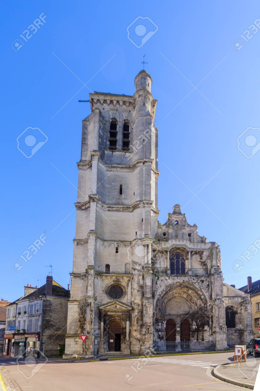 TONNERRE, FRANCE - OCTOBER 12, 2016: The Notre-Dame church, in Tonnerre, Burgundy, France - 67637820