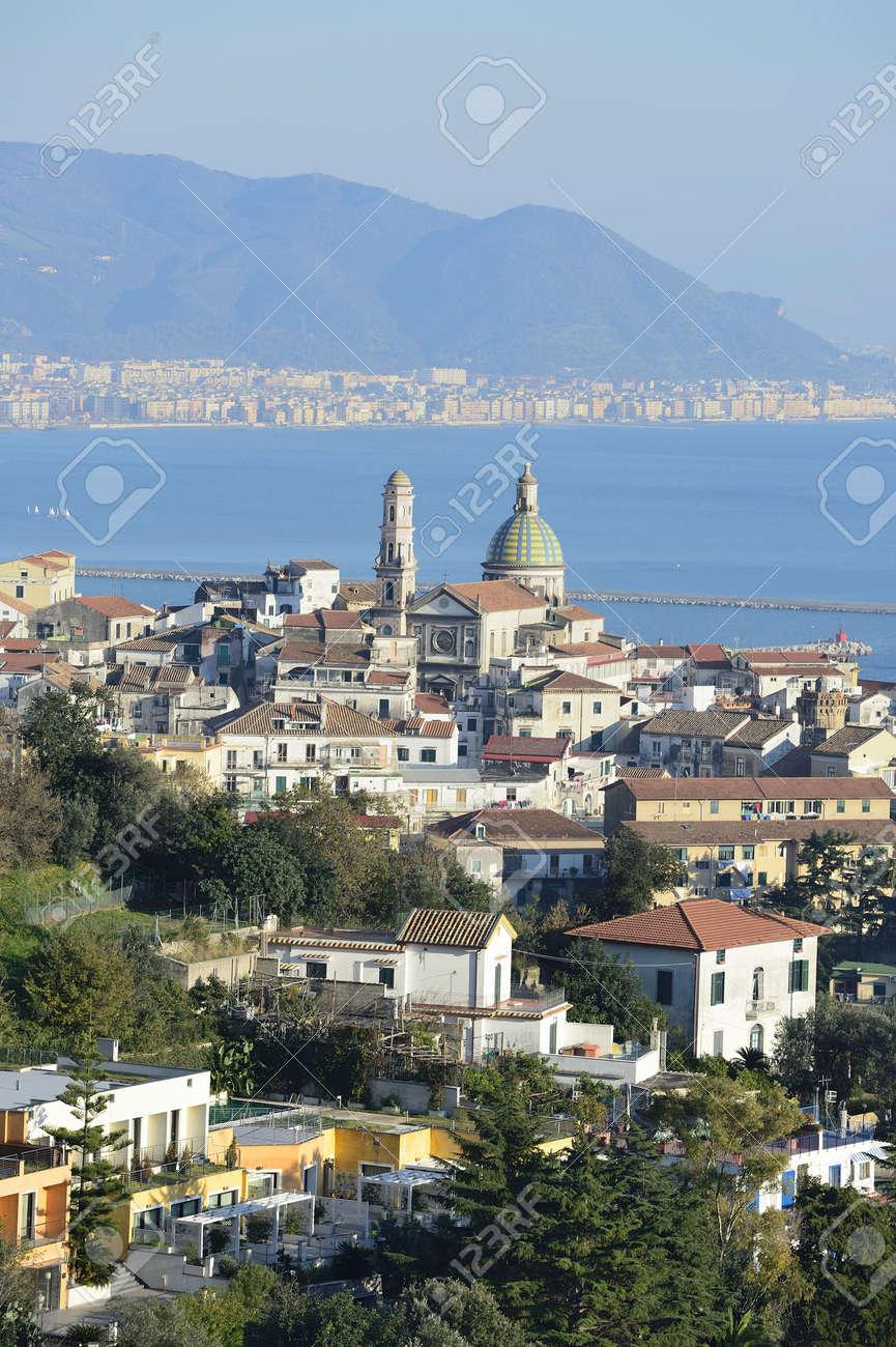 Panoramica Di Vietri Sul Mare Con La Cattedrale Foto