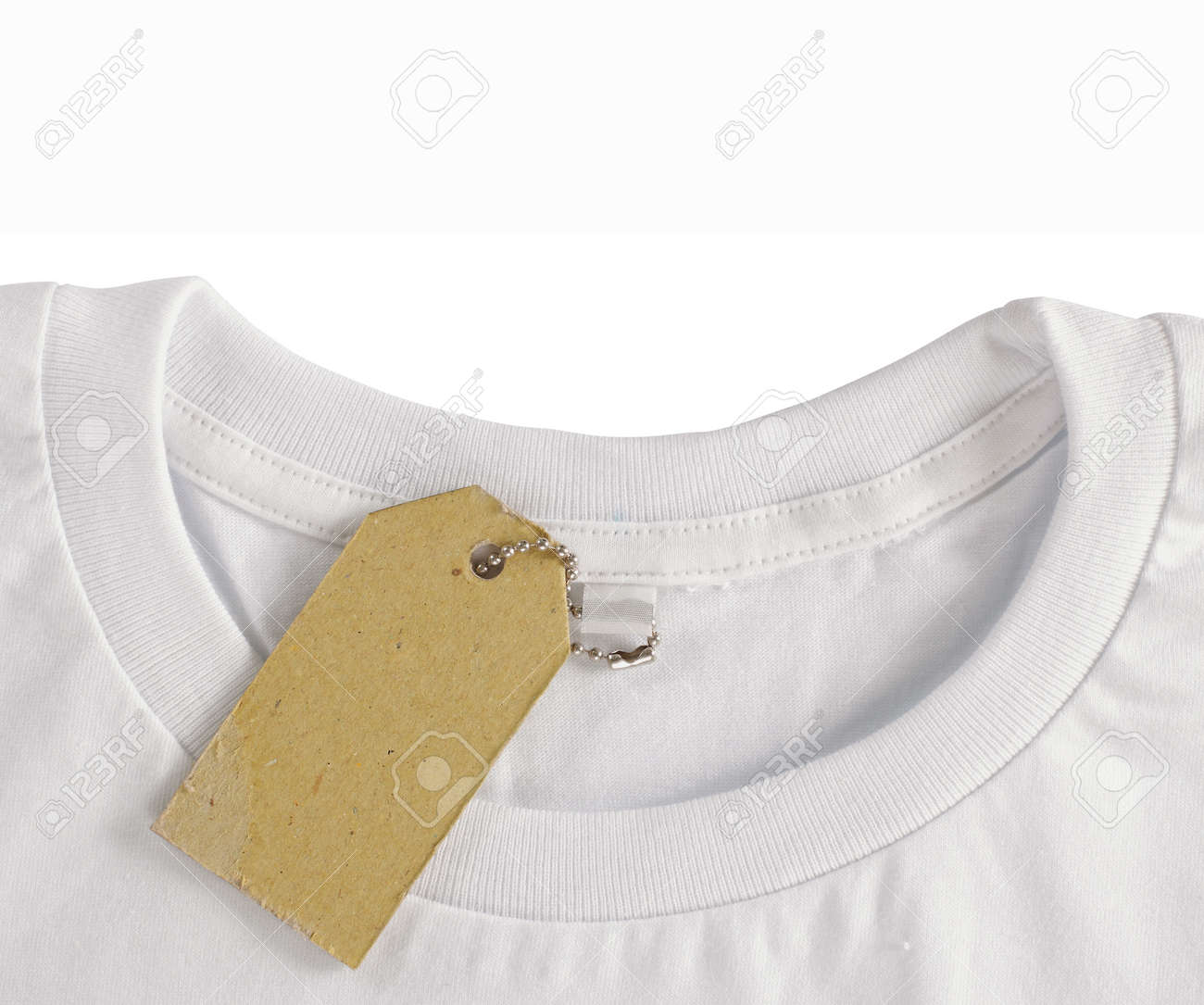 blank price tag hang over white tshirt. isolated over white background Standard-Bild - 9469653