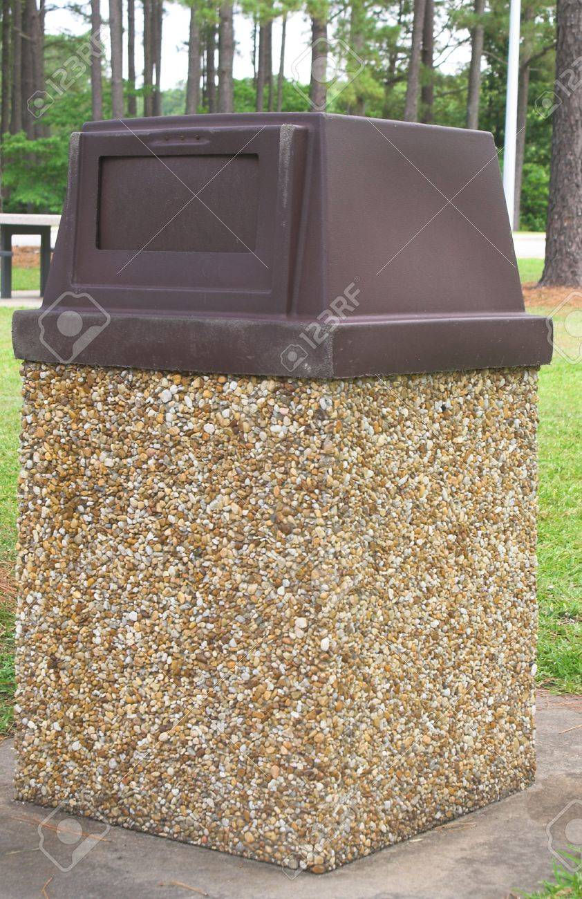 A trash can at a public park. Stock Photo - 1066596