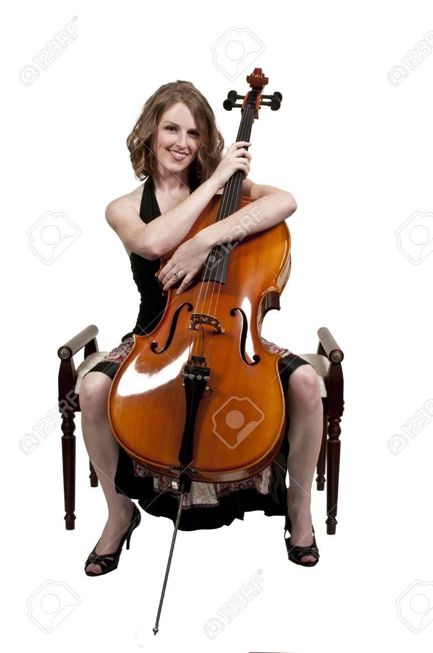 彼女のチェロの楽器を持つ美しい...