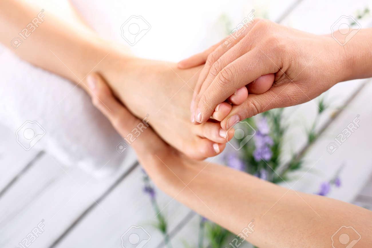 Смотреть массаж пожилых женщин 5 фотография