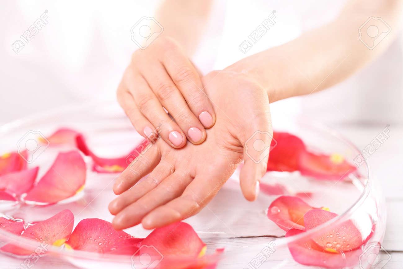 Fussreflexzonenmassage Und Sanfte Hand Massage.Care Behandlung Der ...