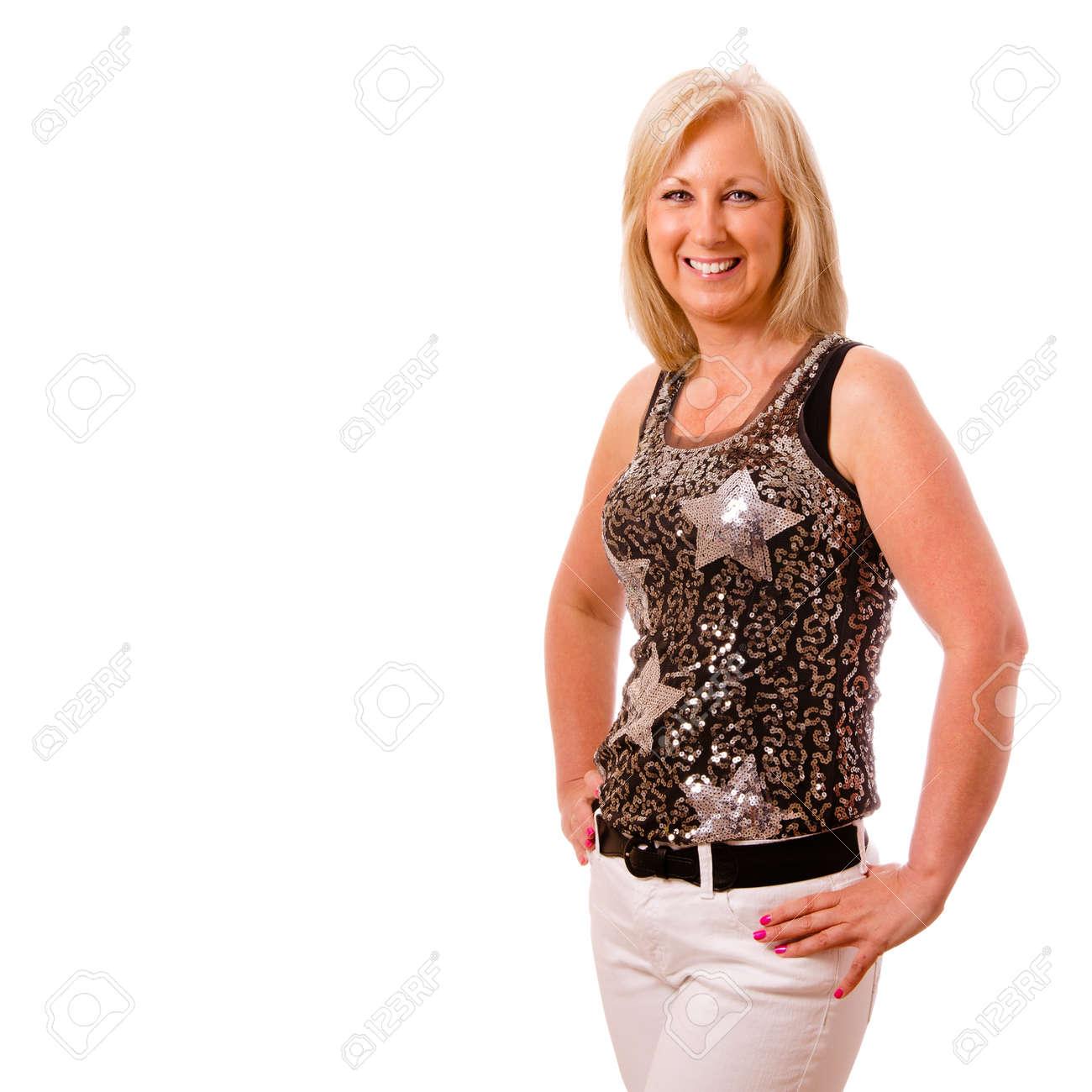 09574bfe0 Foto de archivo - Retrato de la bella mujer de mediana edad de unos 40 años vestido  de fiesta o noche en la ciudad