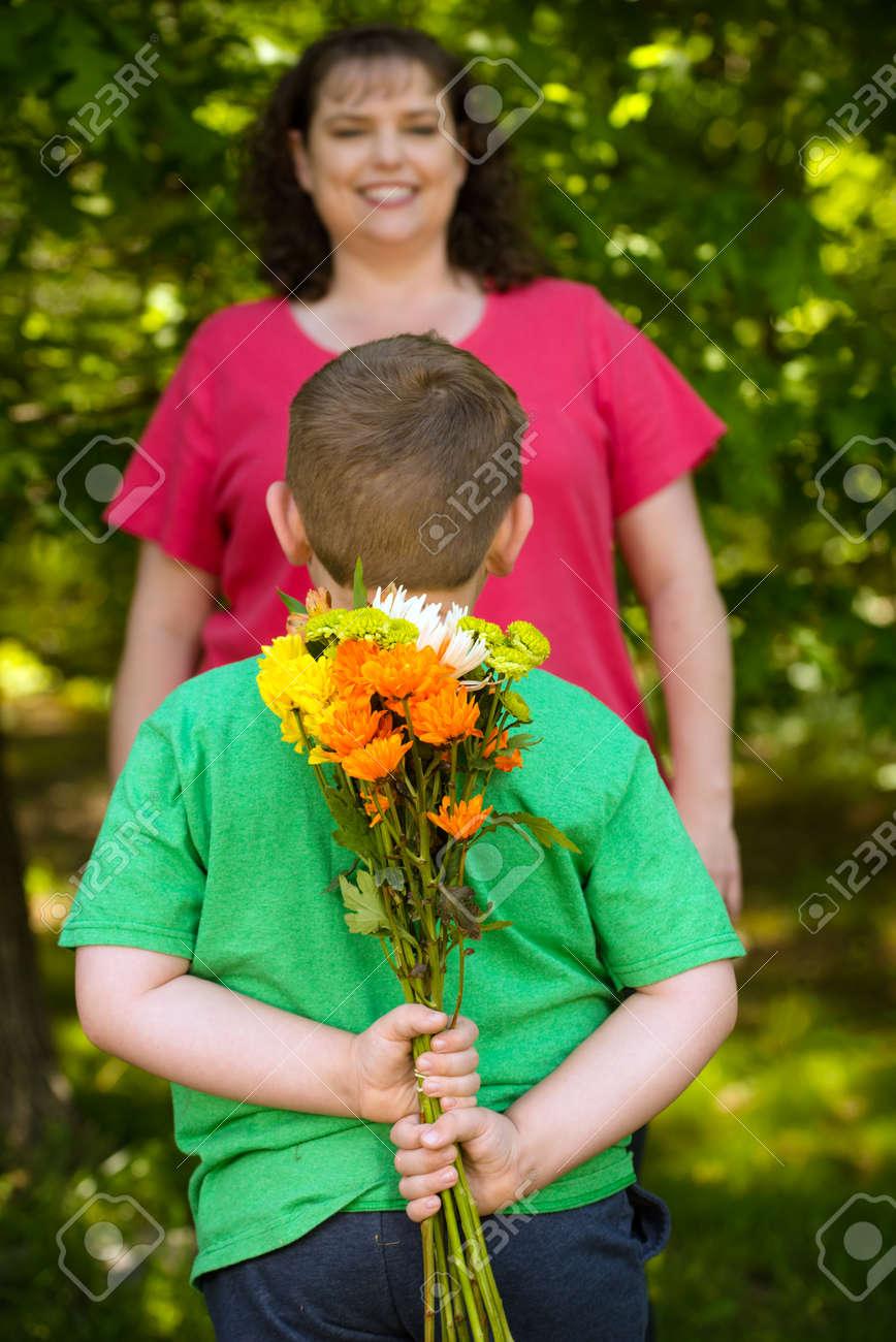 Дарят ли на свадьбу цветы: какие и 9
