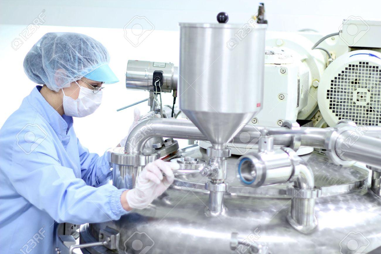 Preparing machine for work in pharmaceutical factory. - 11423508