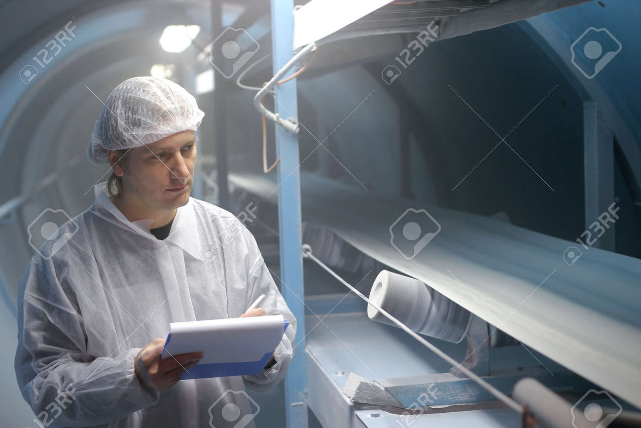 Quality inspector monitoring the process of crystal sugar production, - 11423538