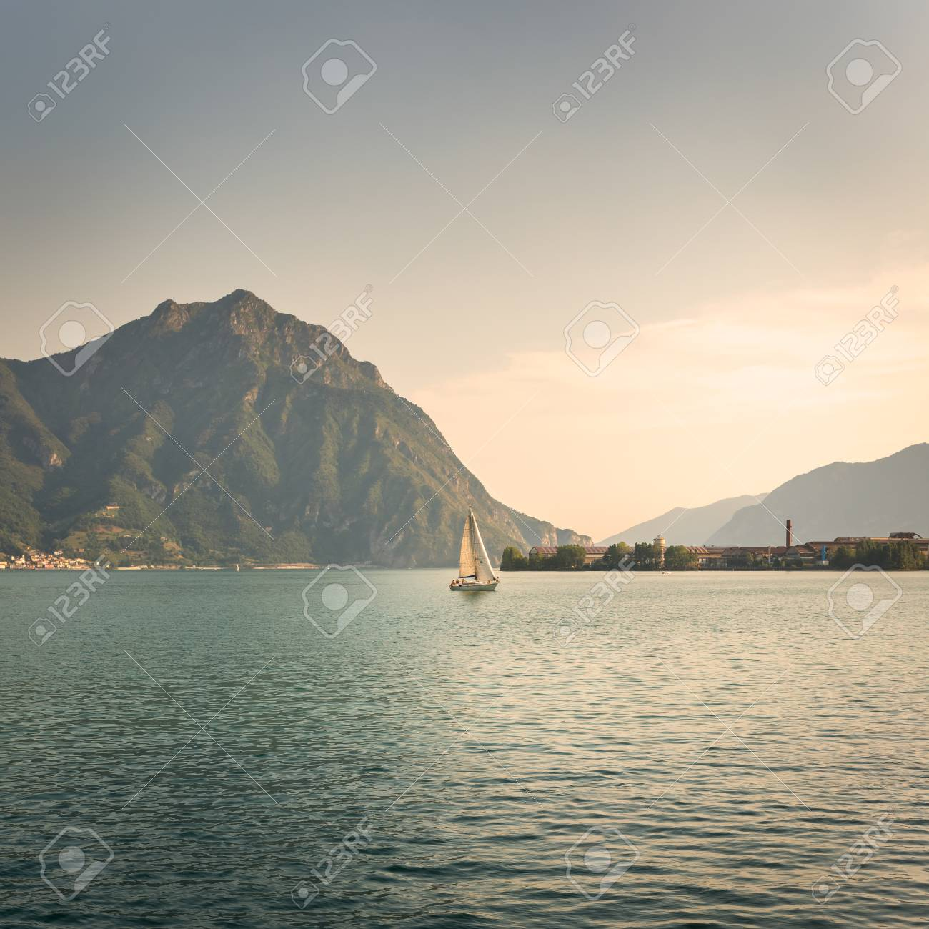 写真ヨット側ローヴェレの都市か...