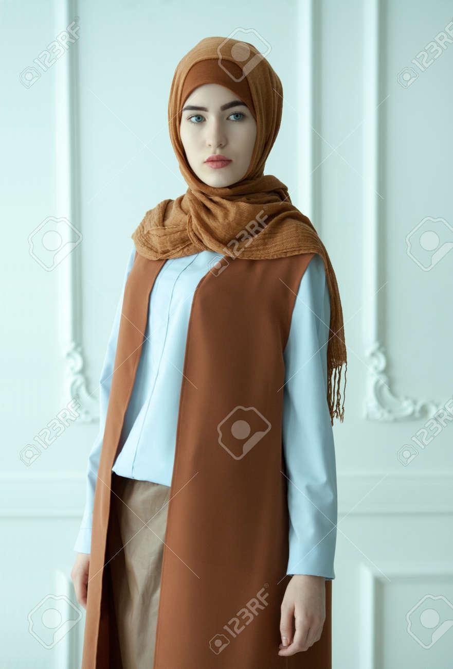 Moderne muslimische kleidung