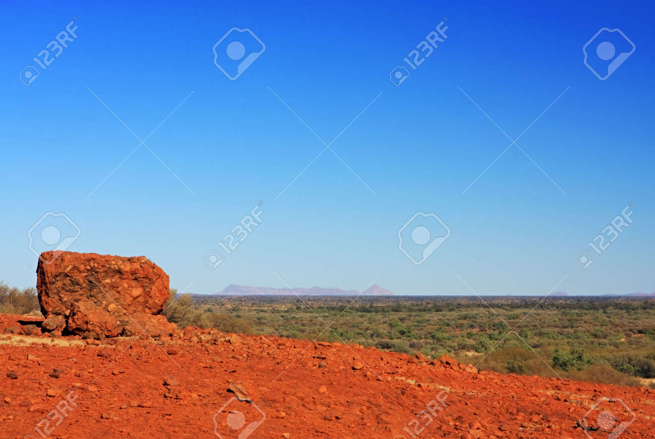 The vibrant colours of the vast Australian outback. Stock Photo - 3102963